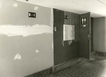 Gang zu den Toiletten
